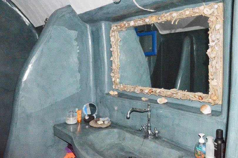 Καθρέφτης μπάνιου με κοχύλια και αφρόξυλα.